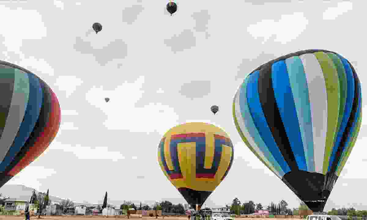 Hop in an air balloon at sunrise before Teotihuacan opens (Dreamstime)