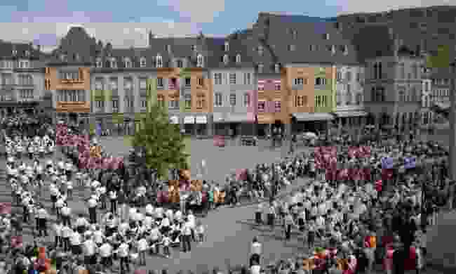 Watch the UNESCO-listed hopping procession (Peuky Barone-Wagener / LFT)