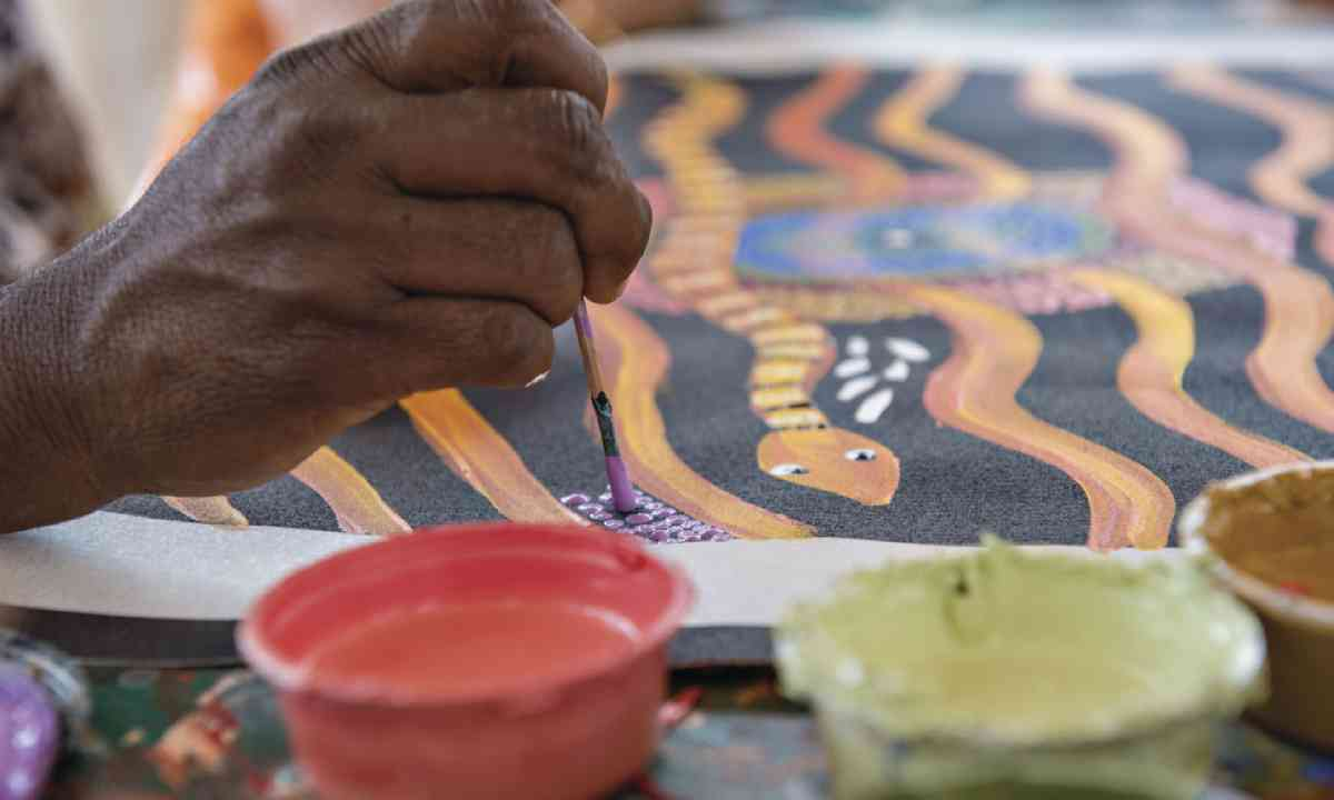Maruku Arts Dot Painting Workshop, Yulara (Tourism NT)