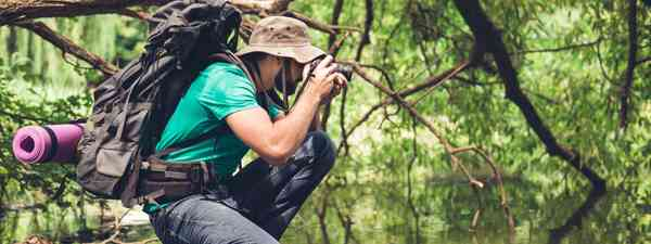 Taking photographs in the jungle. (Dreamstime)