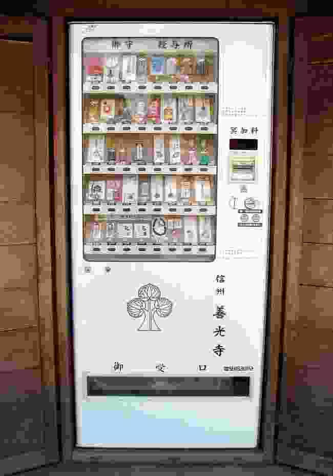 A machine vending Buddhist amulets near a temple (CreativeCommons: Chris 73)