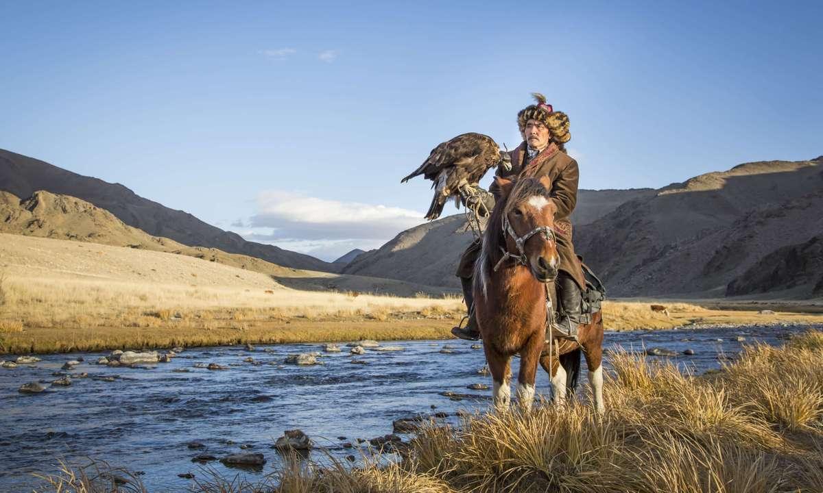 Mongolian nomad eagle hunter on his horse (Dreamstime)