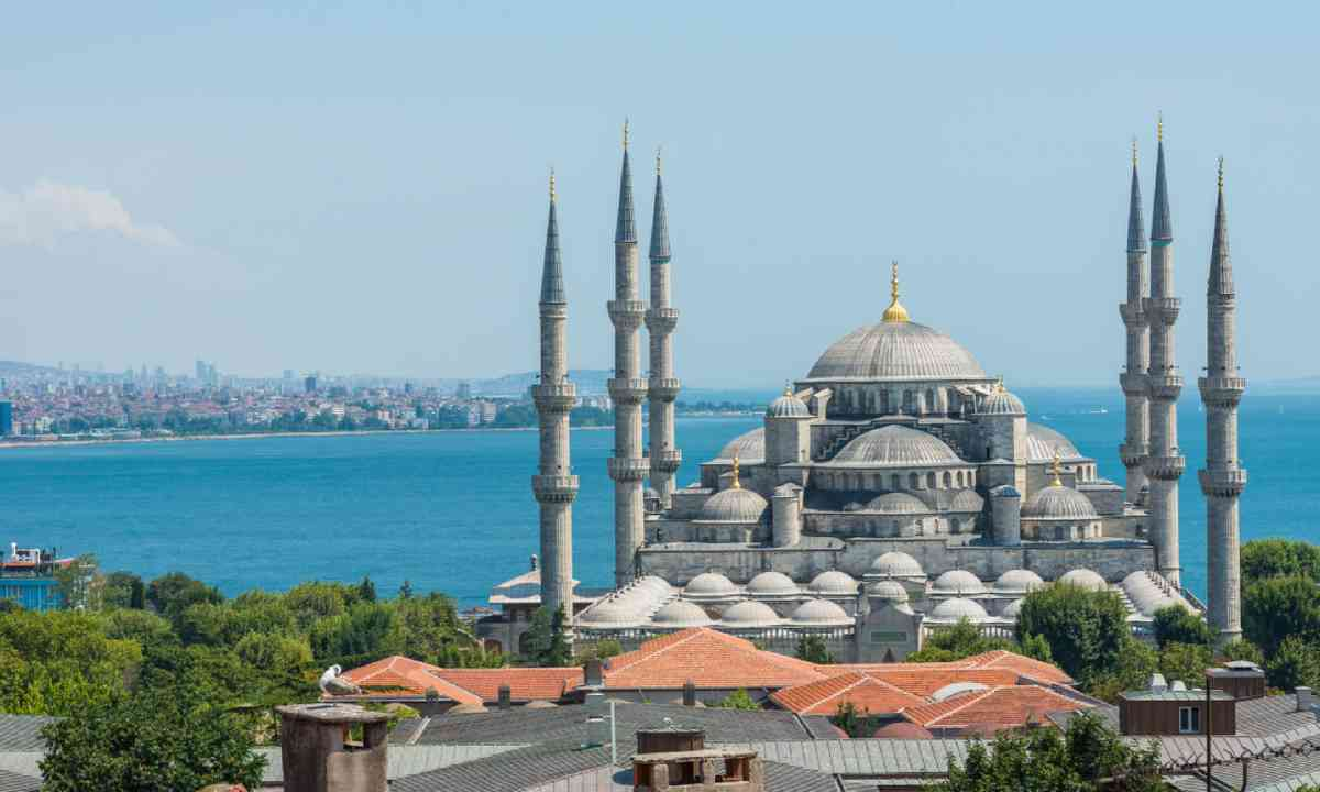 Istanbul's Blue Mosque (Shutterstock)