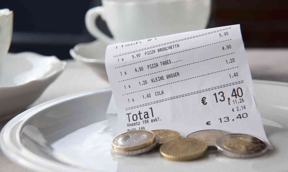 Tipping in Germany (Shutterstock)