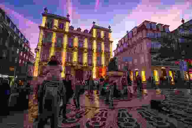 Lisbon at night (Shutterstock)