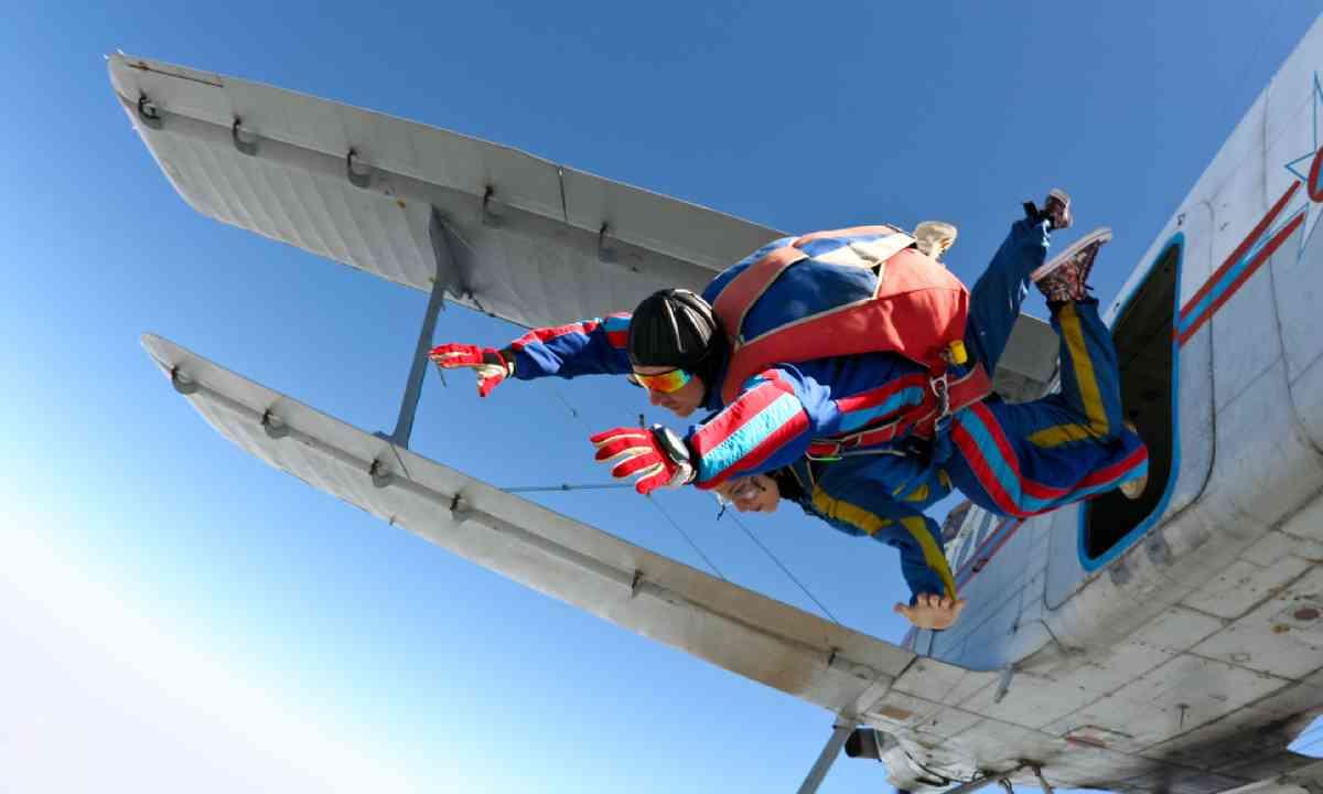 Skydiving (Shutterstock)