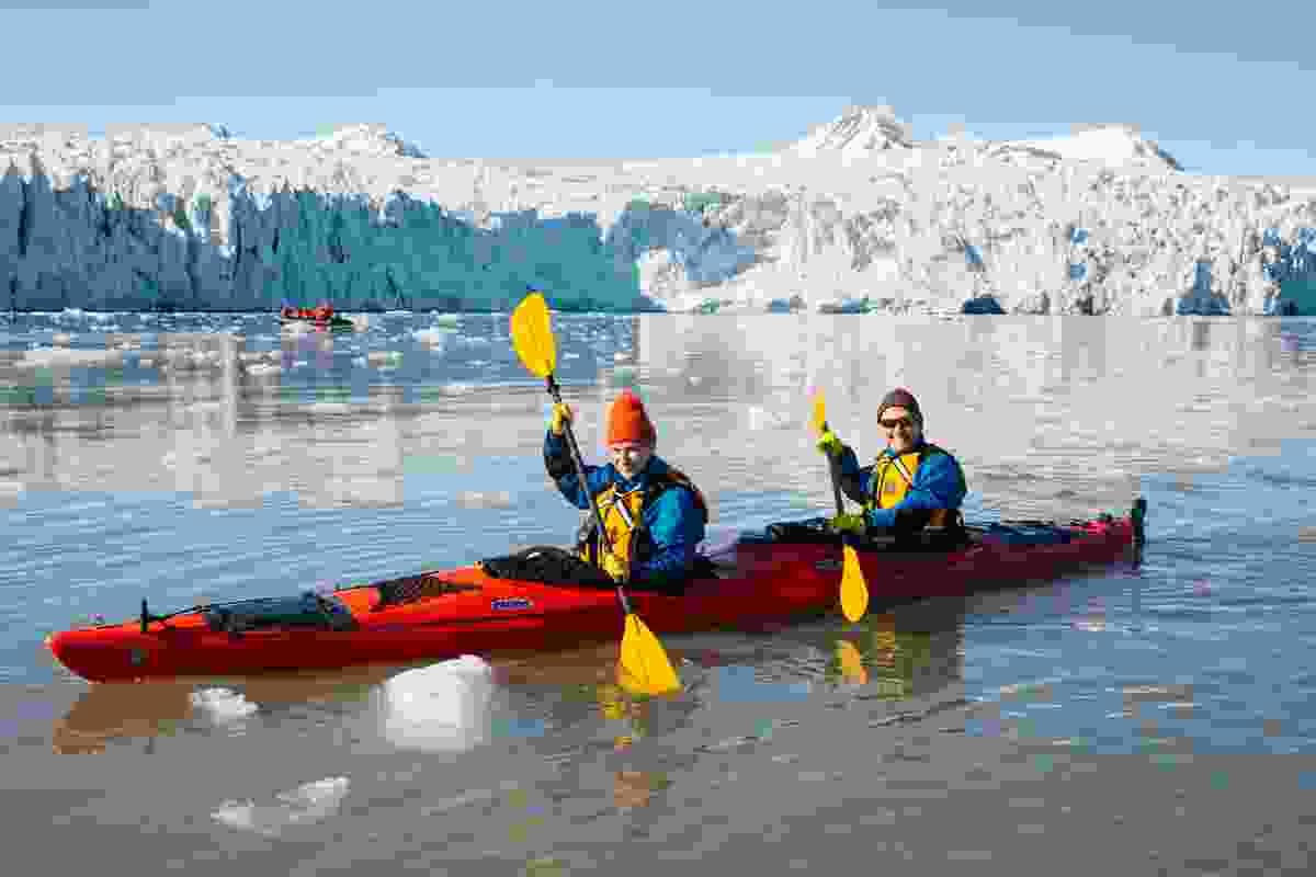 Kayaking through Svalbard's glaciers (John Bozinov)
