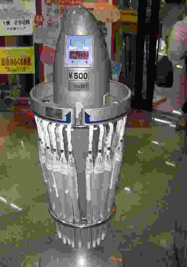 Umbrella vending machine in Tokyo (CreativeCommons: Jason Ruck)