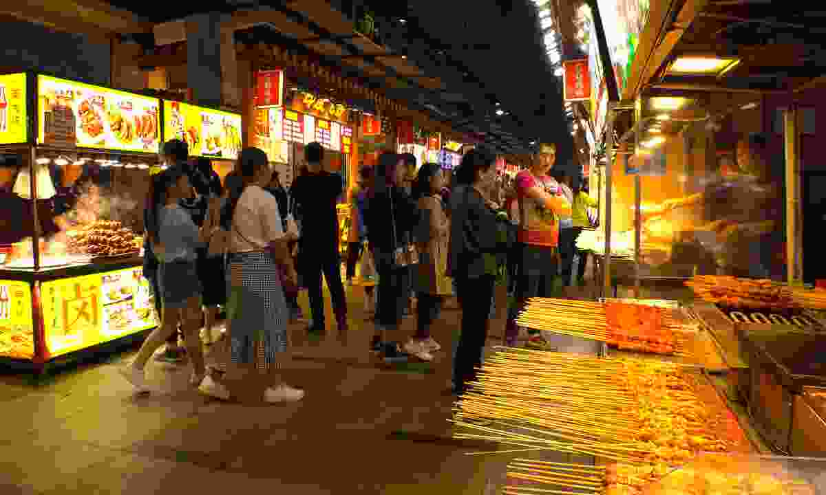 The street food at Dongmen Market (Shutterstock)