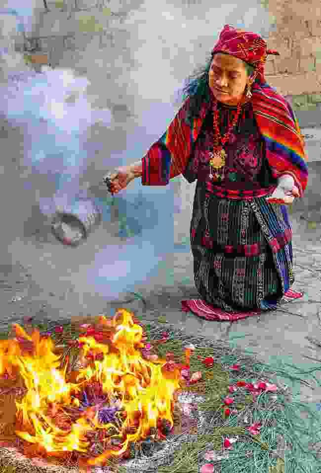 Dona Tomasa practising a Mayan ritual (Sarah Gilbert)