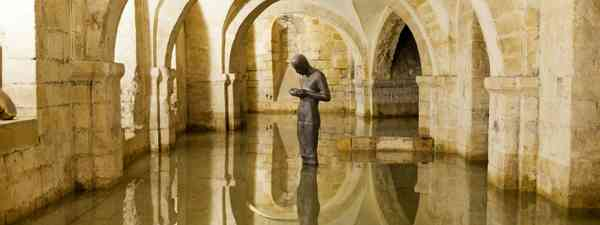 Antony Gormley's Sound II in Winchester Cathedral crypt (Shutterstock)