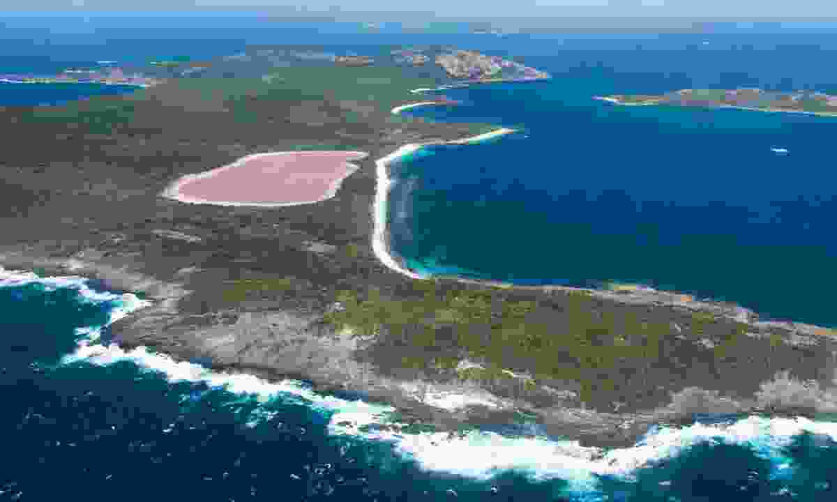 Lake Hillier on Middle Island (Shutterstock)