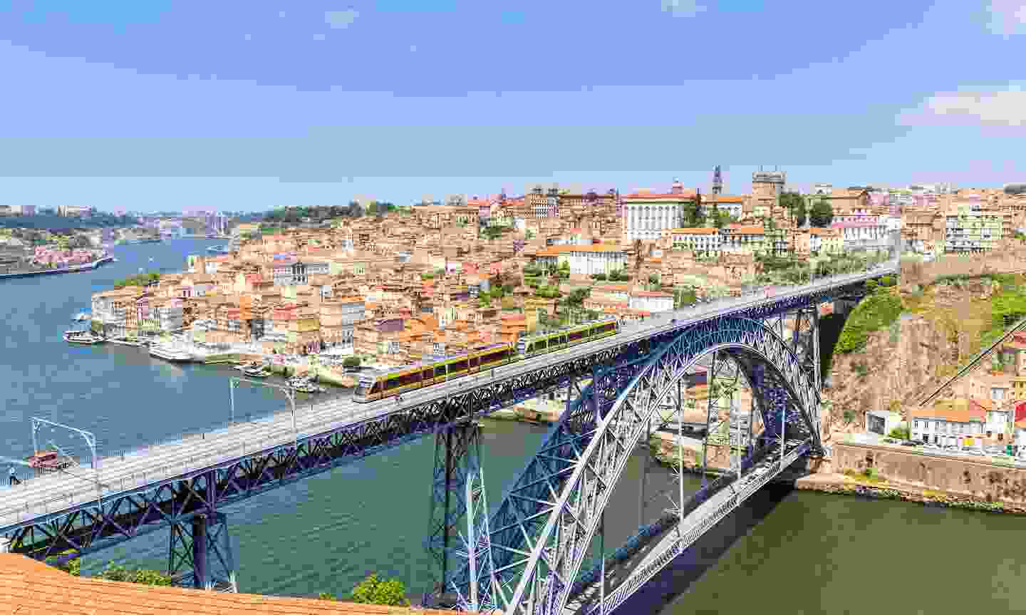 A view of the tram over the Douro river (Shutterstock)