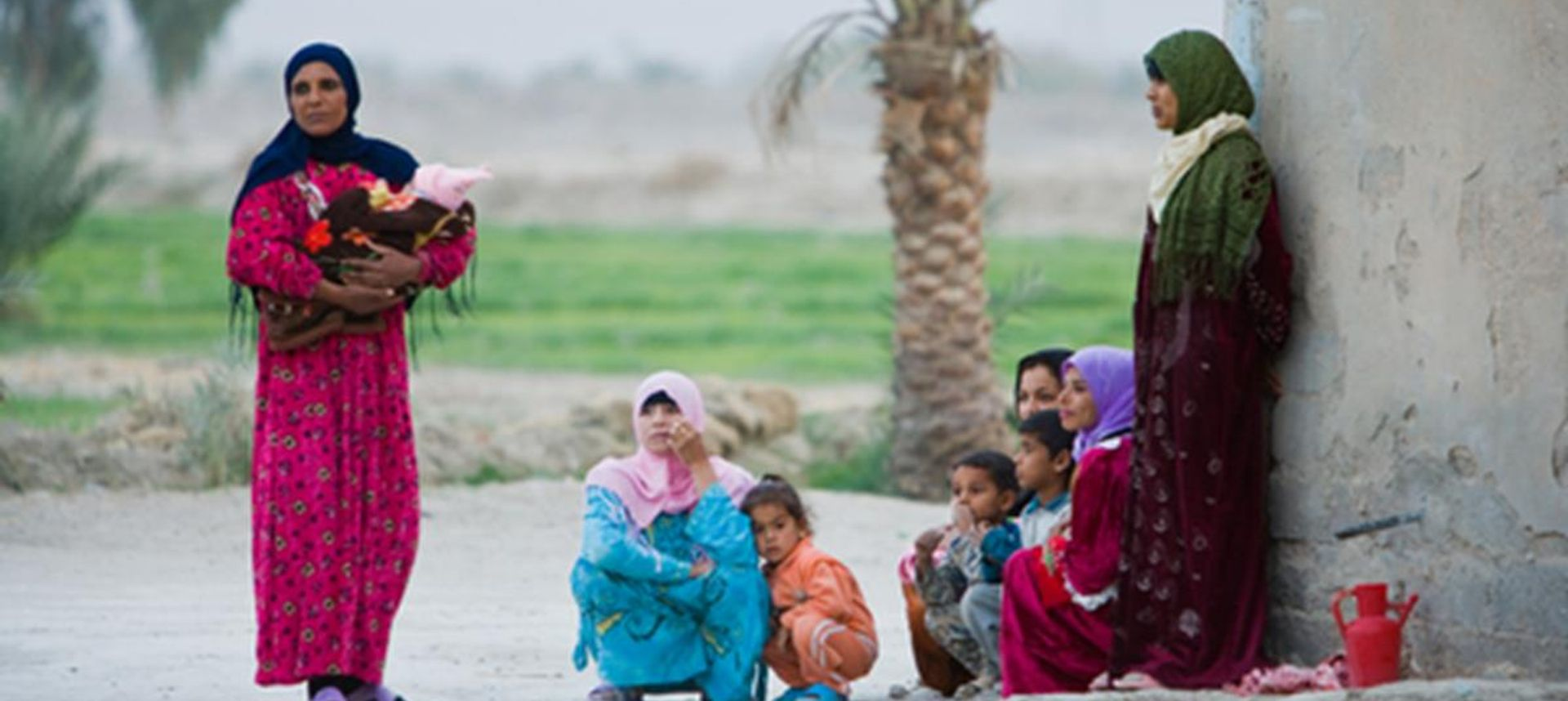 Iraq women with children on the street(dreamstime.com)