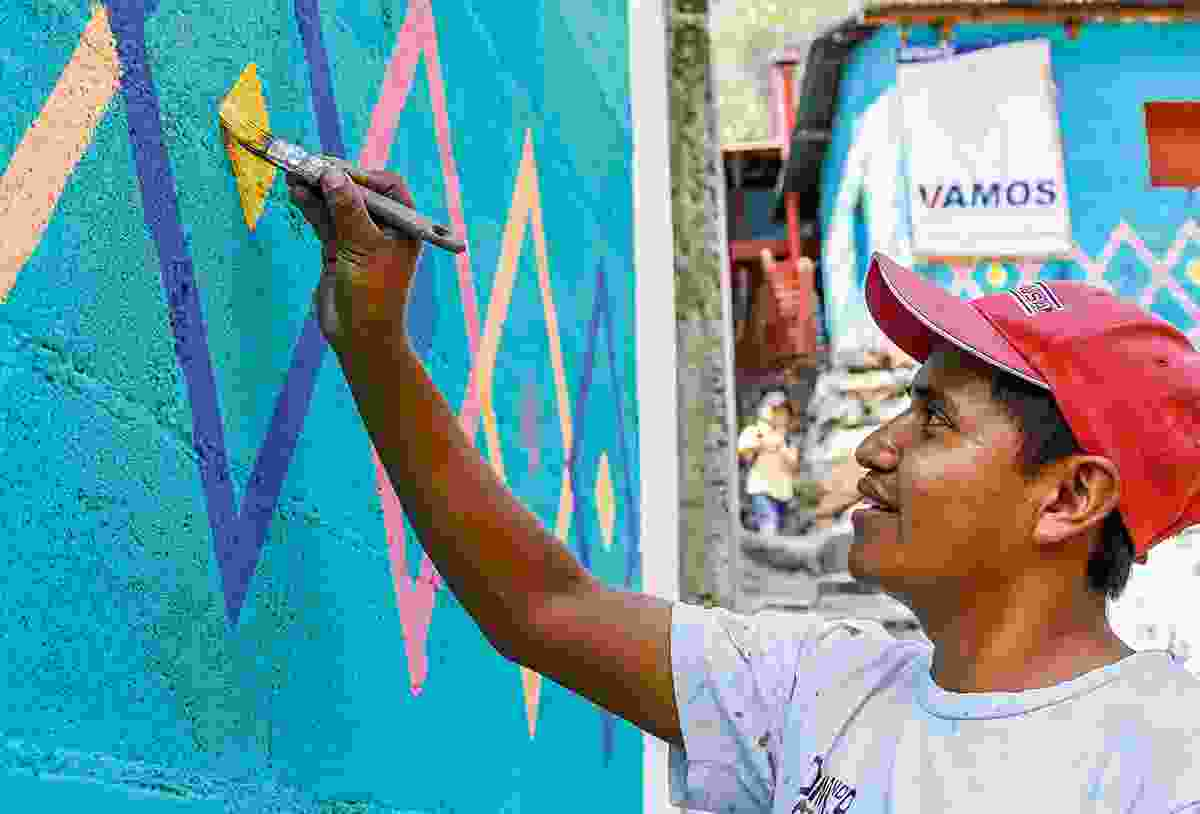 A man paints a house in Santa Catarina Palopo (Sarah Gilbert)
