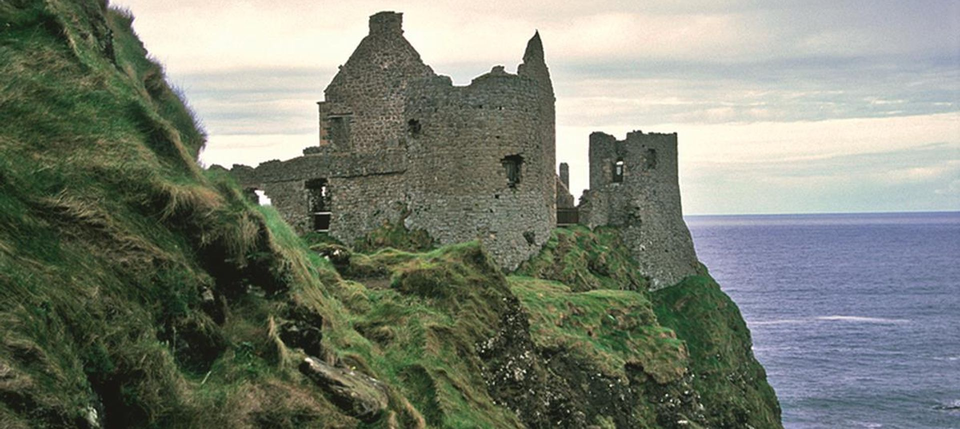 View of the Dunguaire Castle, Kinvara Bay, Galway, Ireland(dreamstime.com)