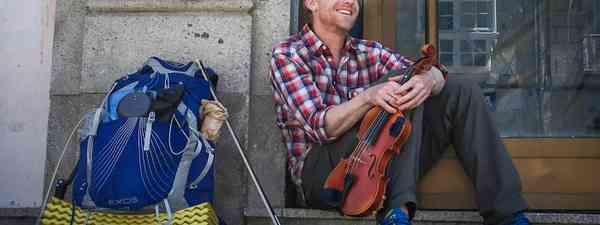 Alastair and his trusty violin in Spain (Alastair Humphreys)