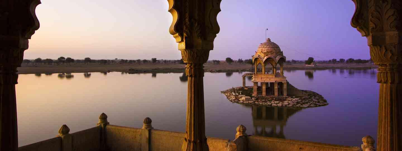 Gadi Sagar Lake in Jaisalmer (Dreamstime)