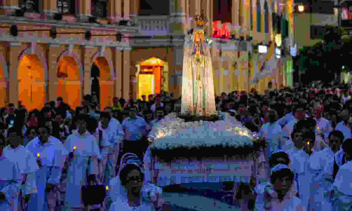 The Procession of Our Lady Fátima takes to the streets (Macao Government Tourism Office)