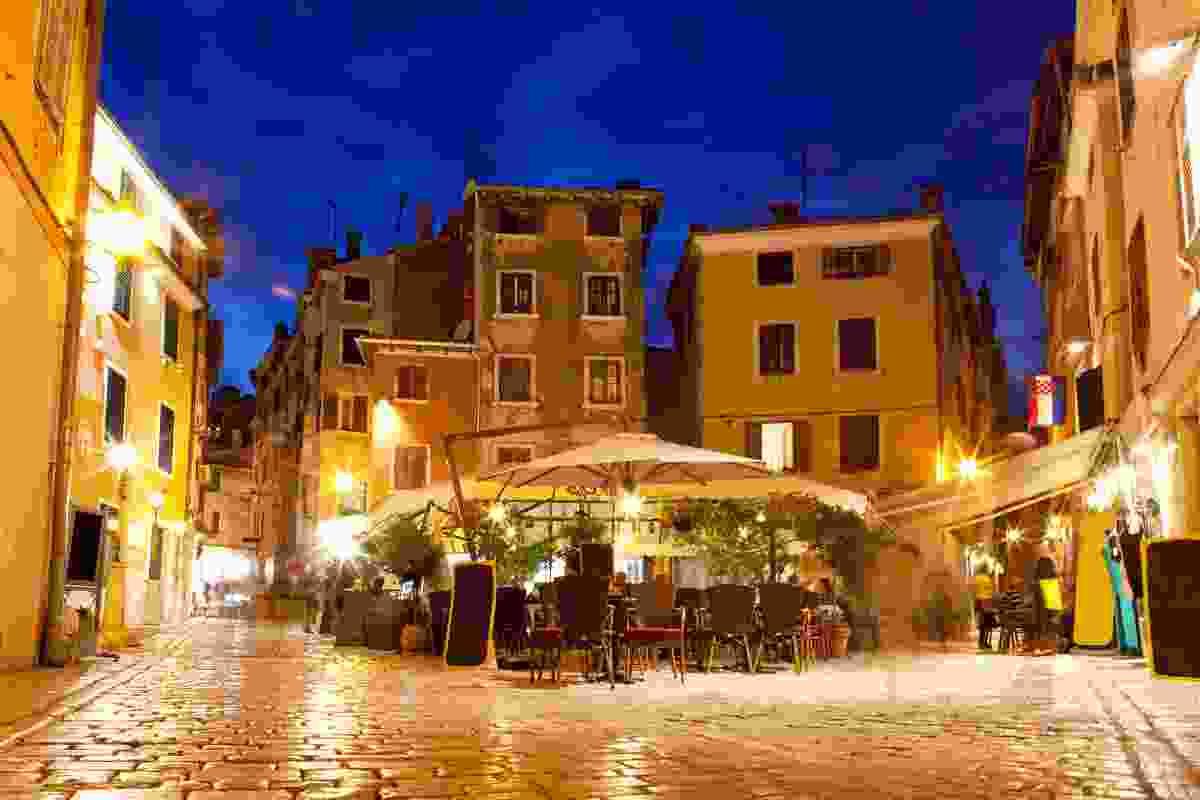 An outdoor eatery in Old Town Rovinj, Croatia (Shutterstock)