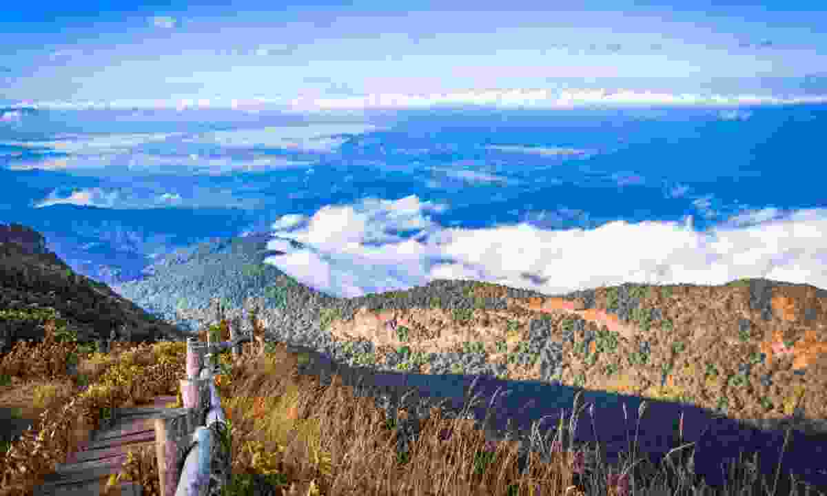 Capertee Valley from above the clouds (Dreamstime)