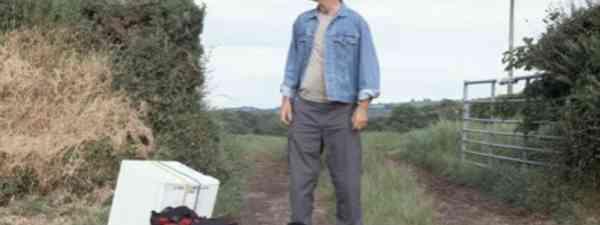 Tony Hawks and his Fridge (Tony Hawks)