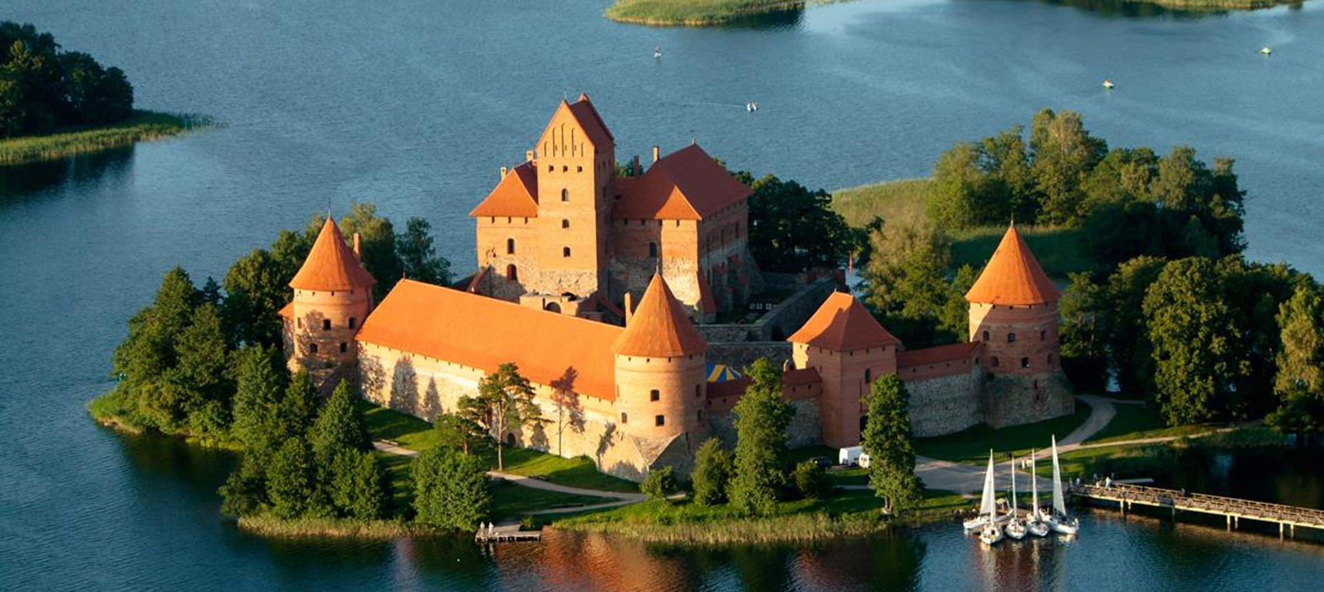 Lithuania, view of Trakai castle(travmaz)