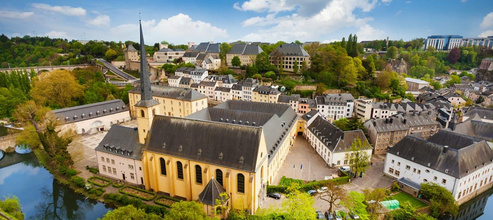 View from the Casemates on old Luxembourg City(istockphoto)