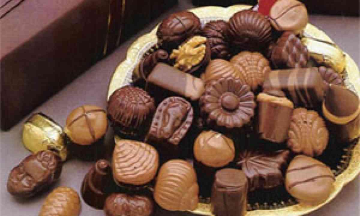 A selection of handmade chocolates (www.chocolatiermanon.com)