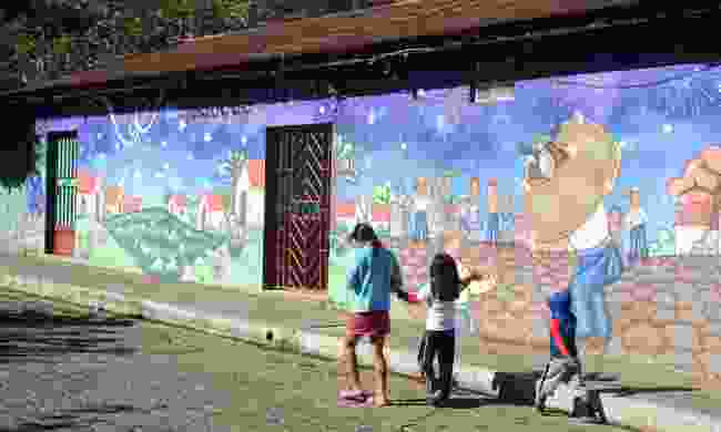 One of the many murals in Ataco (Dreamstime)