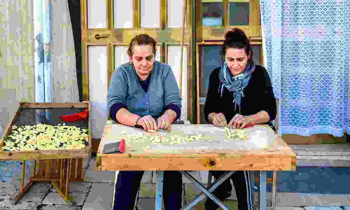 Women preparing orecchiette on the streets of Bari. (Shutterstock)