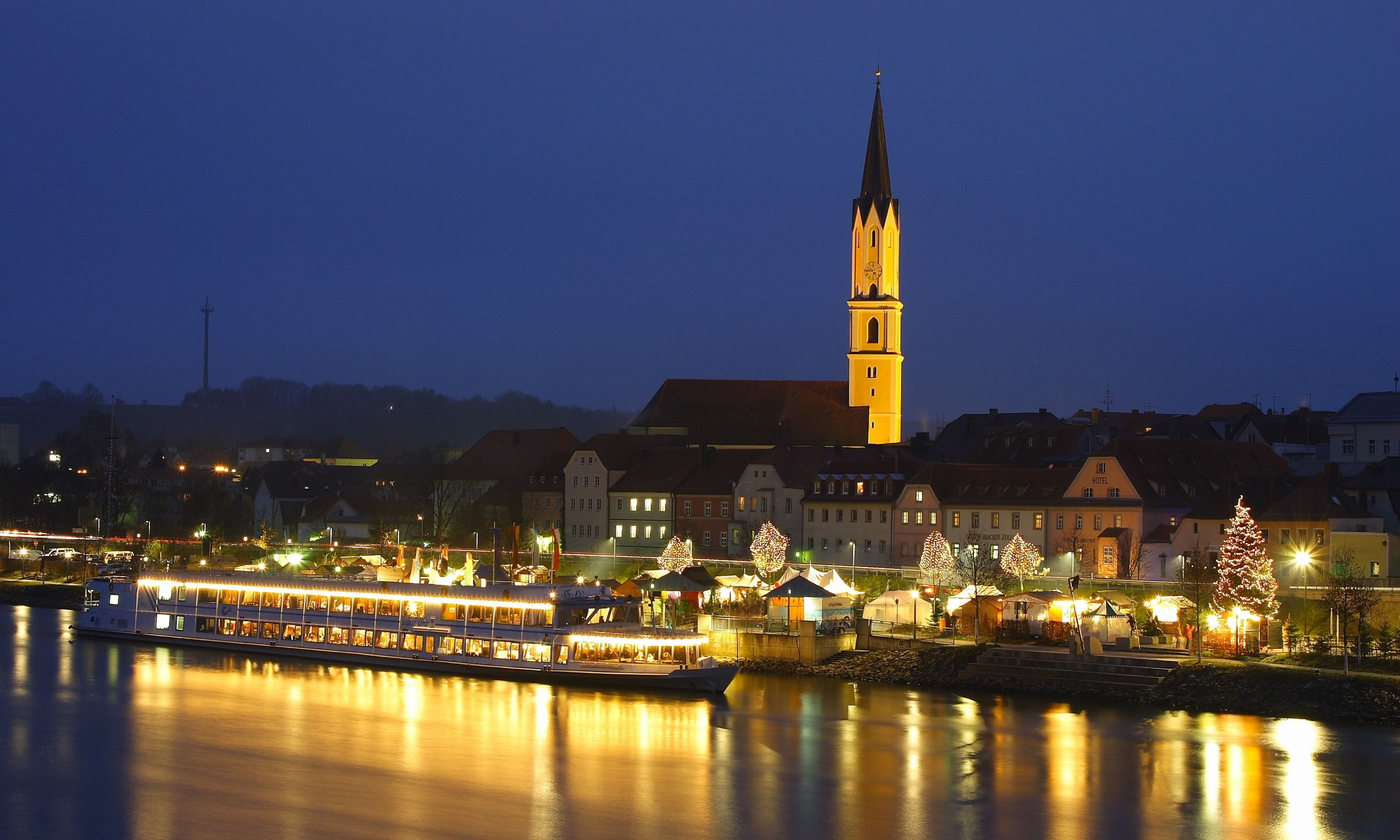 The floating Christmas markets in Vilshofen (Tourist-Information Passauer Land)
