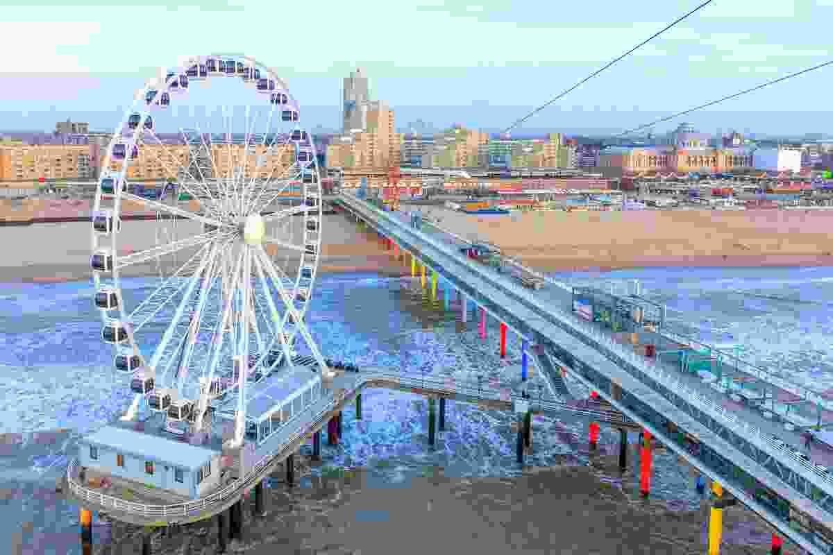 The ferris wheel and rainbow-coloured pier at Scheveningen Beach, Den Haag (Shutterstock)