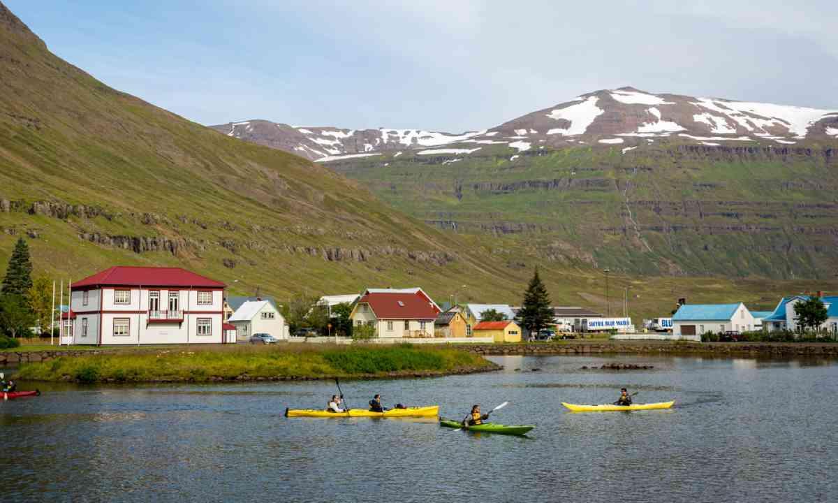 Kayaking in Seyðisfjörður (Shutterstock)