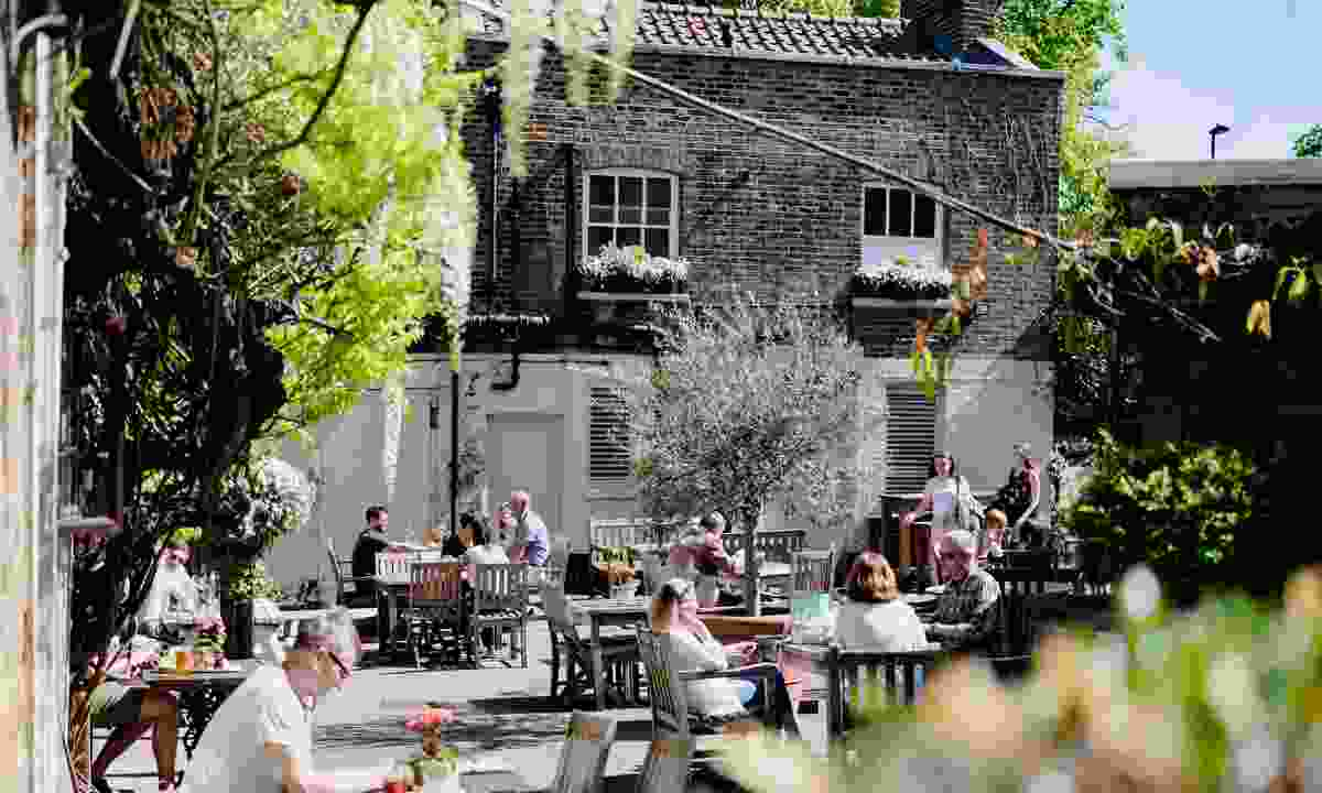 Get there early or you will struggle to get a seat in the pub garden (The Flask)