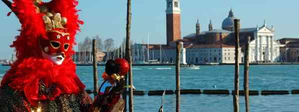 Carnival goer in front of San Giorgio Maggiore (Dreamstime)