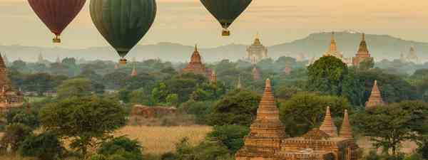 Burma, ainee Monks in pensive mood at sunrise. Shwe Yaungwe Monastery, Inle Lake, Myanmar(dreamstime.com)