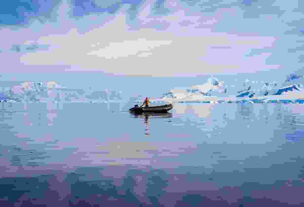 Lonely Zodiac on the ocean (Alesha Bradford)