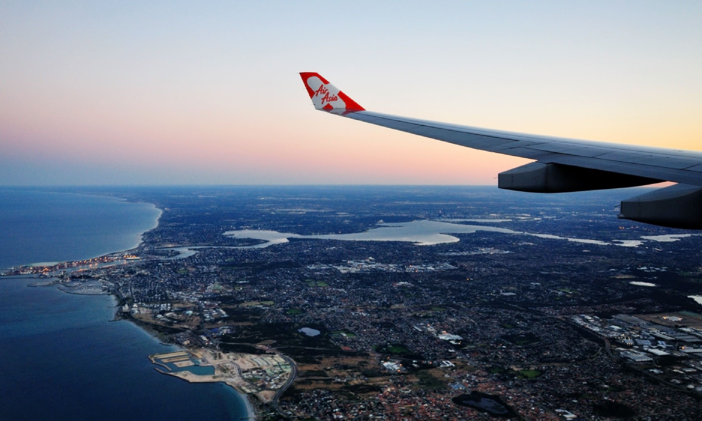 Flying into Perth (Shutterstock)