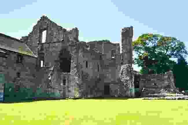 Aberdour Castle (Shutterstock)