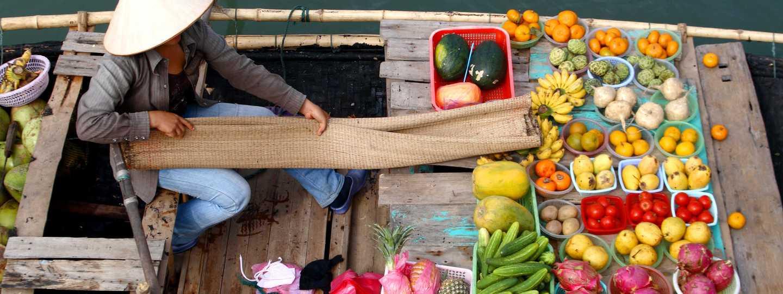 Floating market in Vietnam (Dreamstime)