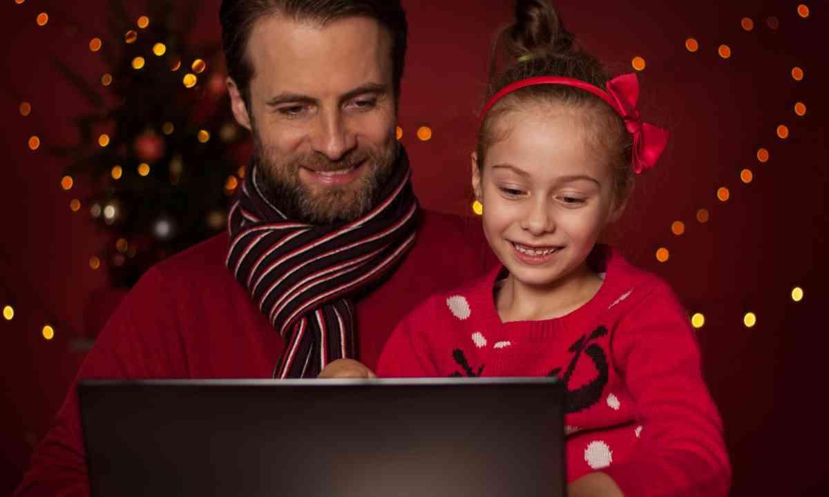 Skyping home for Christmas (Dreamstime)