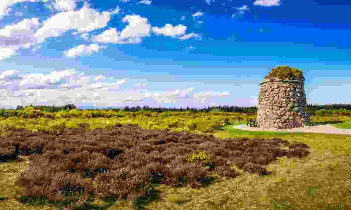 Memorial Cairn at the battlefield of Culloden (Shutterstock)