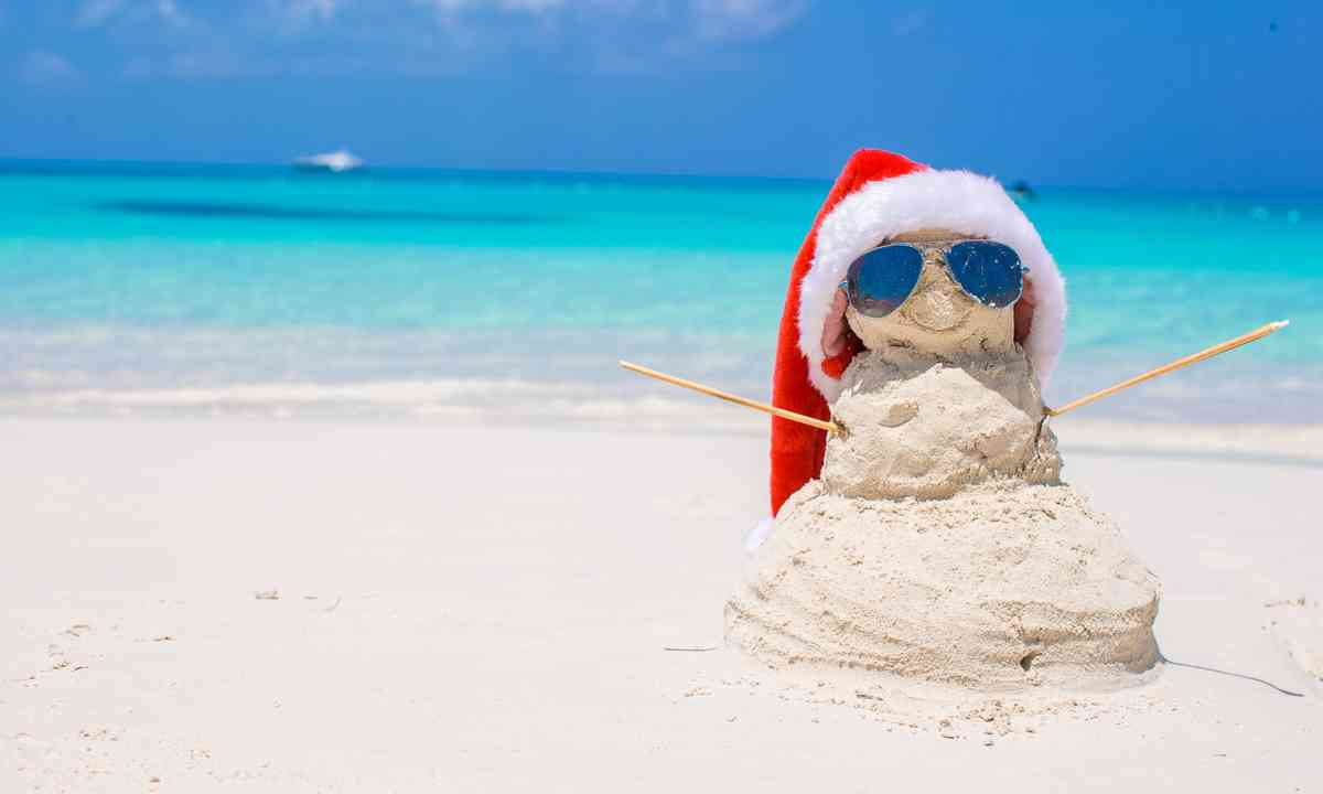 Christmas sandman on the beach (Dreamstime)