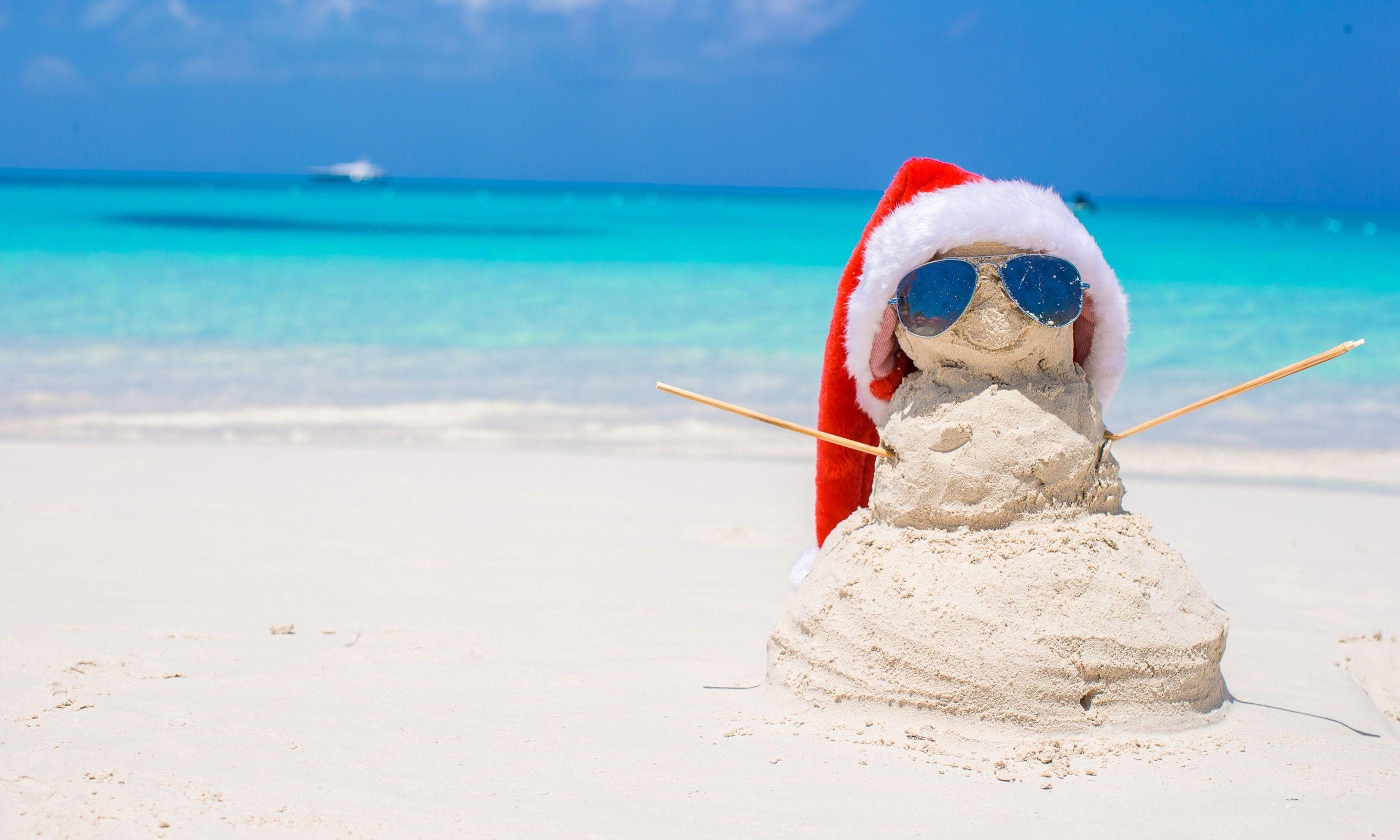Christmas sandman on the beach (Dreamstime)