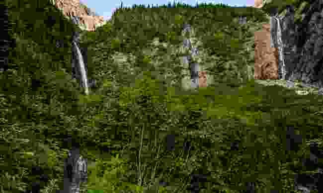 Twin Falls hike (Destination BC/Andrew Strain)