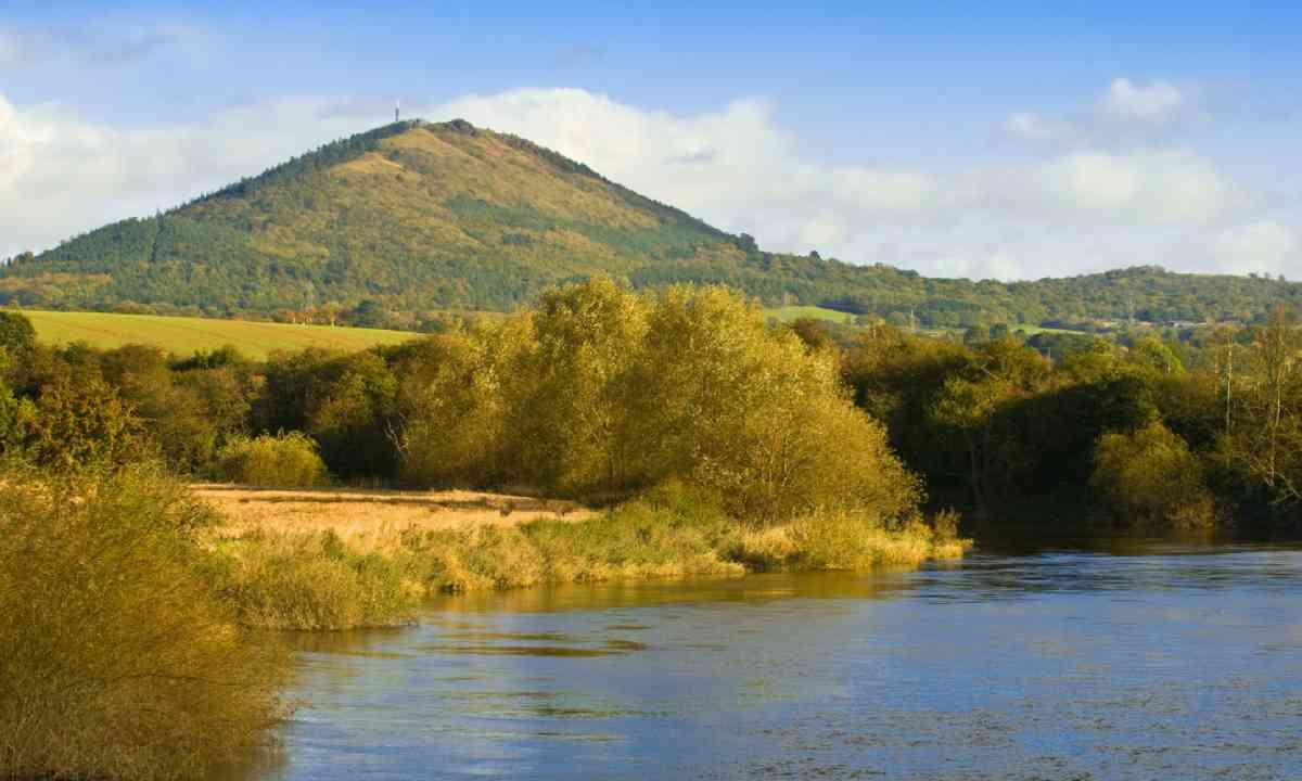 The Wrekin, with river Severn (Shutterstock)