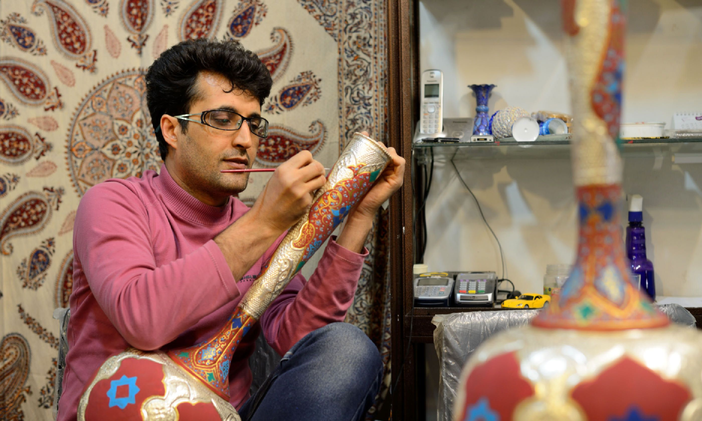 Man making traditional Iranian vase in Isfahan market (Shutterstock)