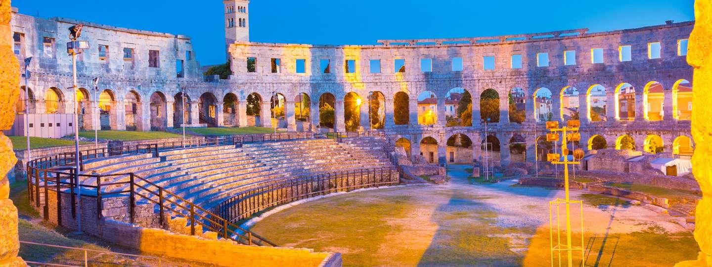 Pula amphitheatre at dusk (Dreamstime)