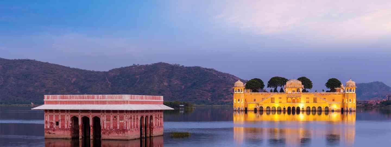 Main image: Jal Mahal Water Palace, Jaipur (Dreamstime)